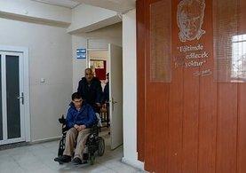 Hasta haliyle 2 engelli evladını zirveye taşıdı