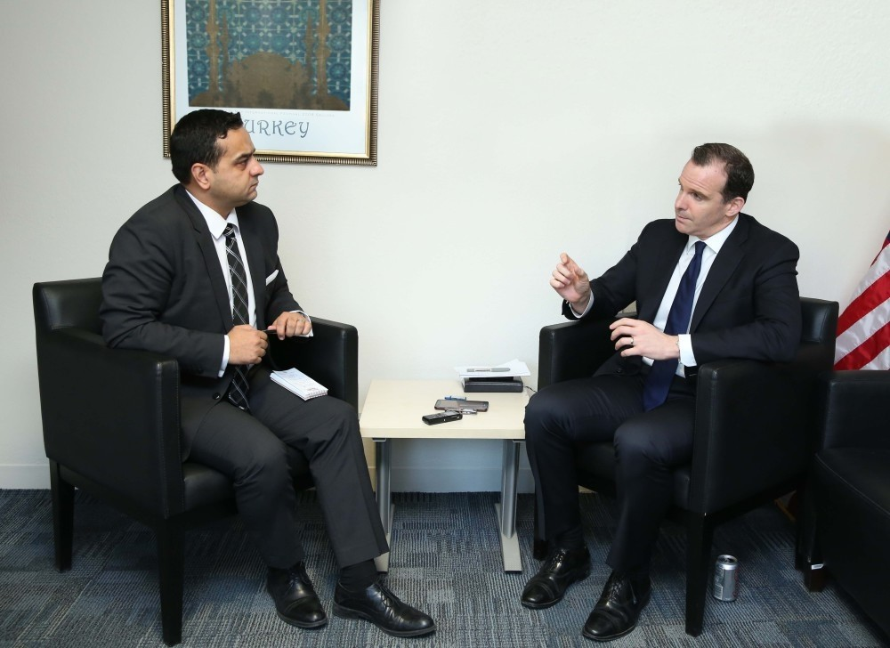 U.S. Special Envoy for the anti-Daesh coalition Brett McGurk (L) with Daily Sabah's Ali u00dcnal