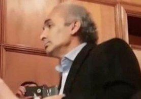 Can Dündar'ı protesto eden gazeteci Mehmet Çek'e saldırı