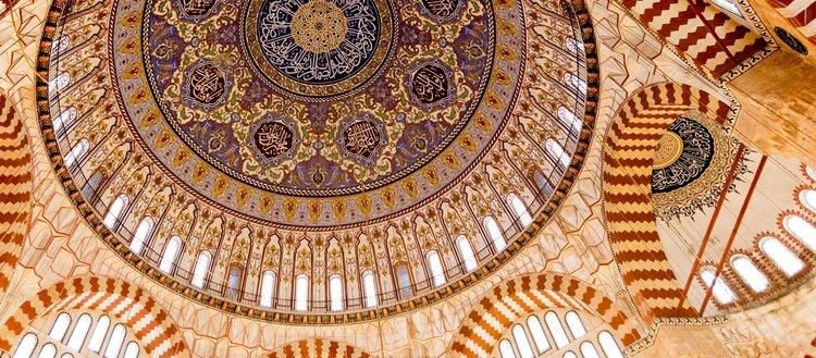 İslam uygarlığı ile mükemmel forma ulaşan kubbe...