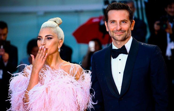Bradley Cooper'ın yönettiği ve Lady Gaga ile birlikte başrolleri...