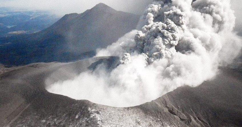 Japonya'da Shinmoe Yanardağında patlama