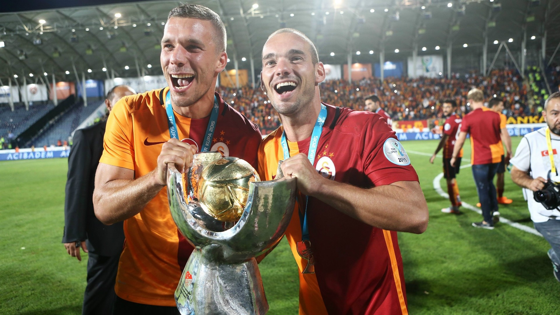 Galatasaray players Lukas Podolski (L) and Wesley Sneijder hold the trophy during a victory ceremony after Super Cup match between Galatasaray and Bursaspor in Ankara in 2015.