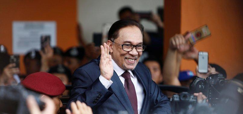 FORMER DEPUTY PM ANWAR IBRAHIM FREED