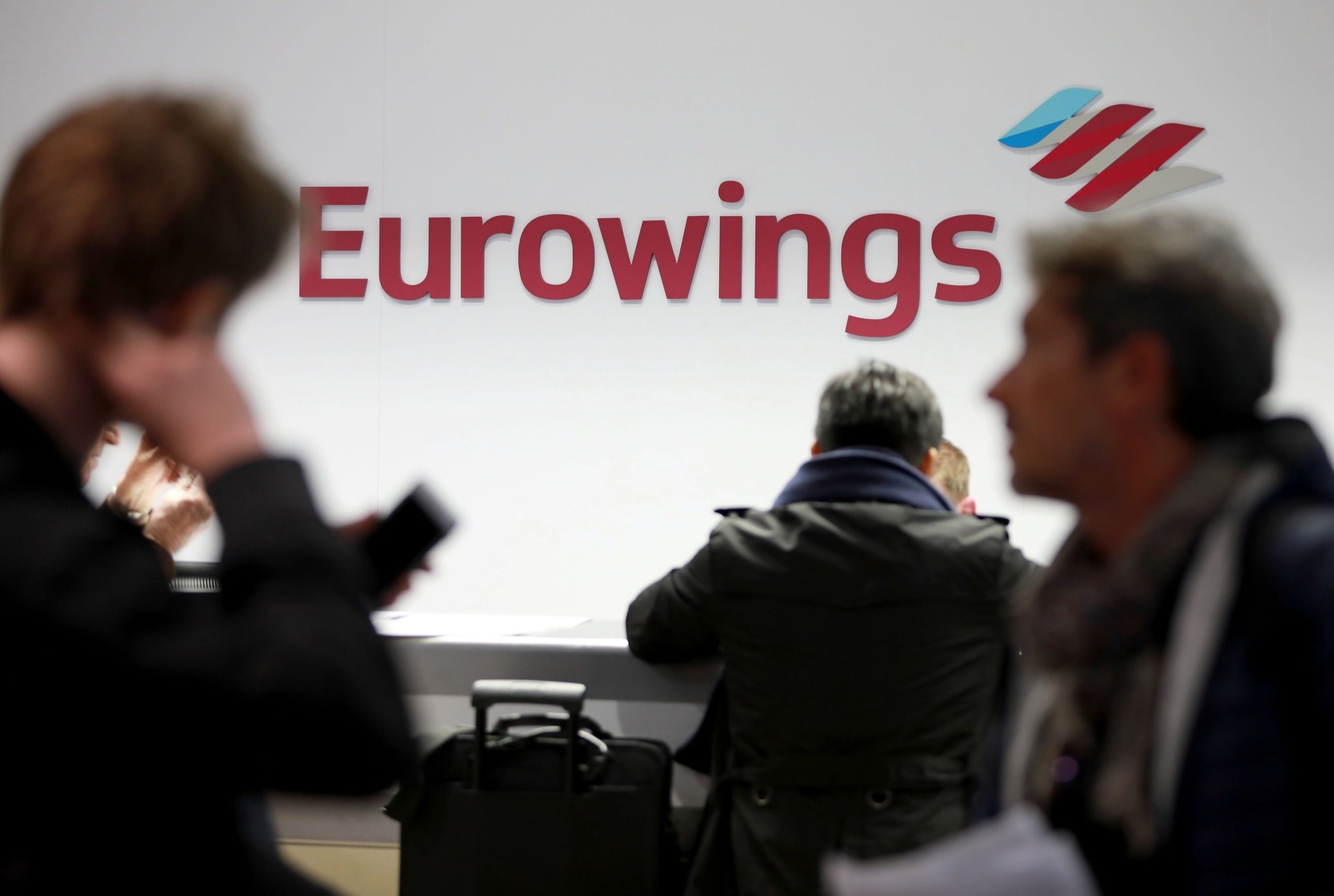 Passengers stand at the counter of low-cost carrier Eurowings at the Cologne/Bonn airport in Germany, 21 October 2016. (EPA Photo)