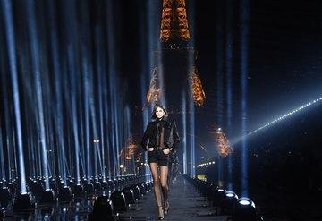 Saint Laurent Paris Moda Haftası'na Geri Dönüyor