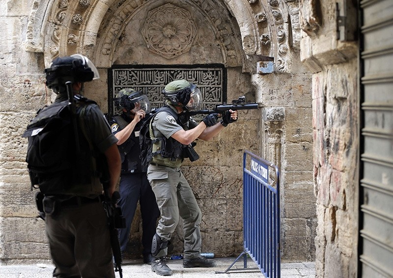 Israeli police shooting Palestinian demonstrators in a street of the Muslim quarter in Jerusalem's old city during clashes with Israeli police, Sept. 15, 2015. (AFP Photo)