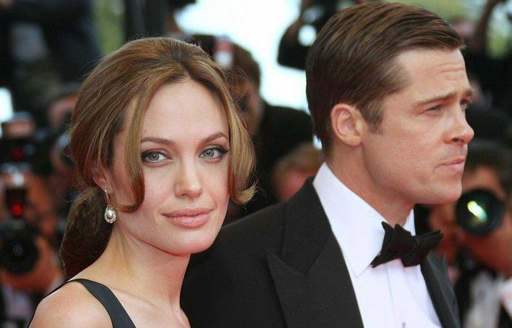 """Brad Pitt ve Angelina Jolie'nin barışacaklarına dair iddialar asılsız çıktı. Çifte yakın kaynaklar ikilinin boşanma davasına ilişkin""""derin"""" bir pazarlık içinde olduğunu ve ilişkilerinde geri dönülemeyecek bir noktada bulunduklarını belirtti."""
