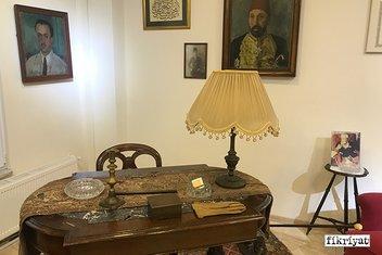 Necip Fazıl'ın şahsi eşyalarının sergilendiği Hatıra Odası