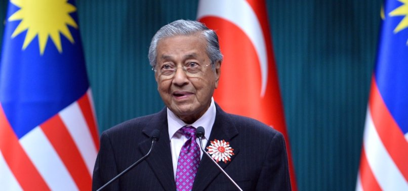 EX-MALAYSIAN PREMIER MAHATHIR EXPELLED FROM PARTY
