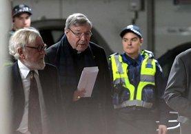 Papa'nın en yakın adamı çocuklara cinsel tacizden hakim karşısında!