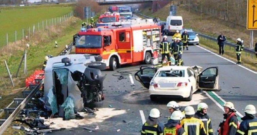 Taksi ters yöne girdi: İki ölü