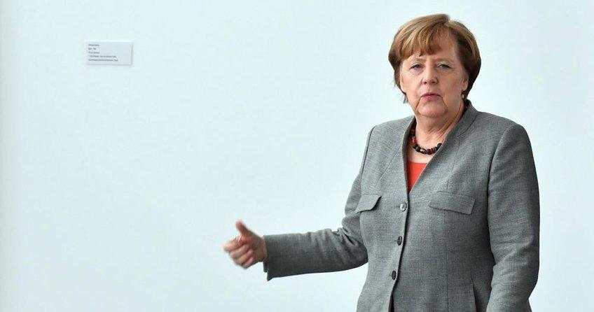 Merkel partisi içinde tartışılıyor