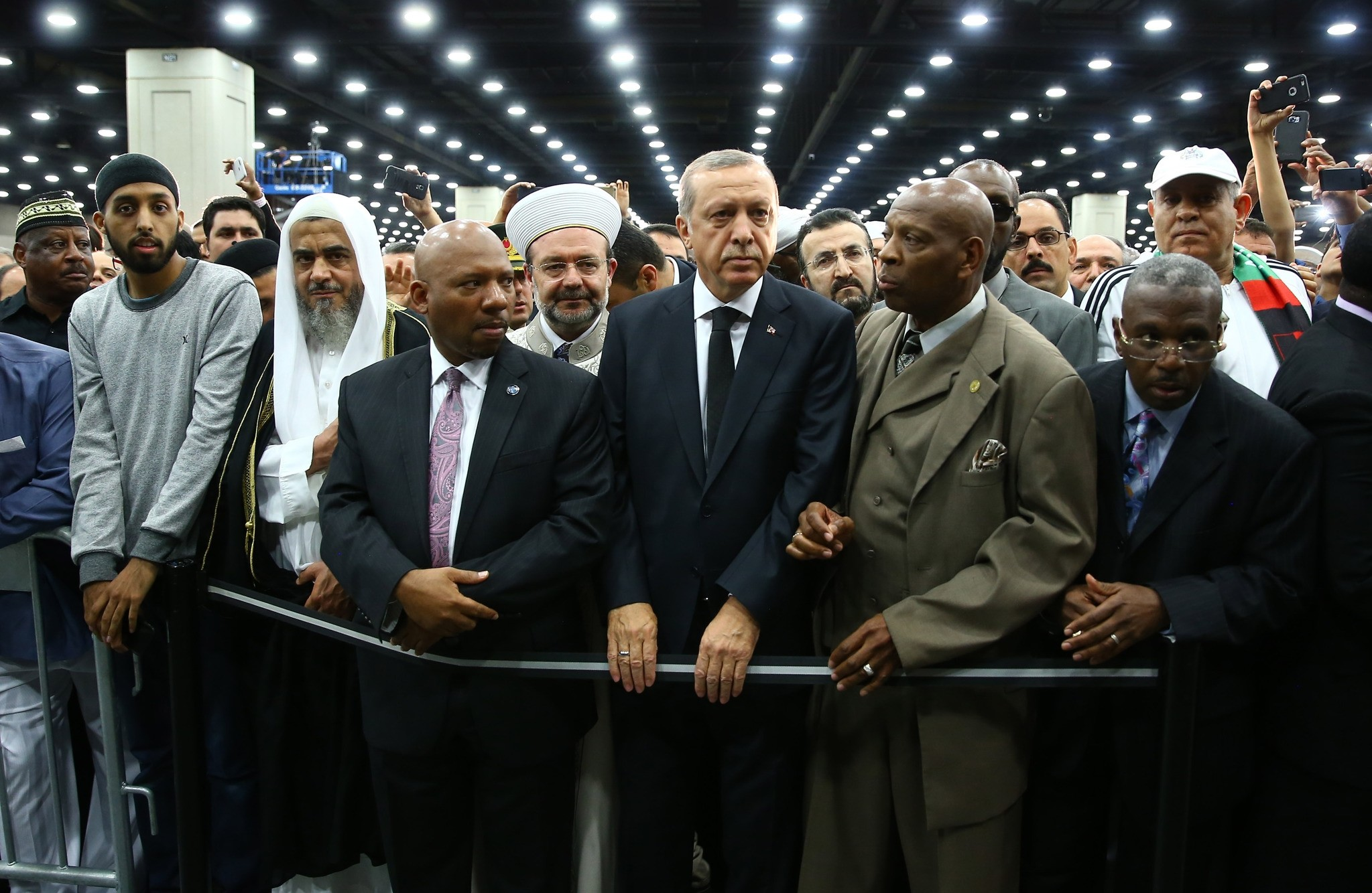 Turkish President Tayyip Erdogan (C) attends the jenazah, an Islamic funeral prayer, for the late boxing champion Muhammad Ali in Louisville, Kentucky, U.S. June 9, 2016. (AA Photo)