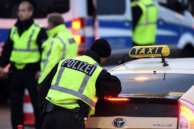 Police officers check a taxi at Schoenefeld airport just outside Berlin, Germany, 08 October 2016 (EPA Photo)
