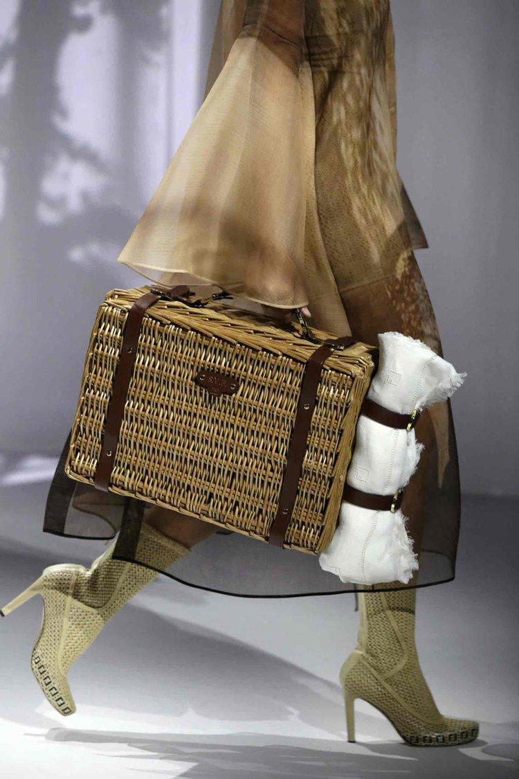 FENDI Podyumu Arkasındaki Çantalar