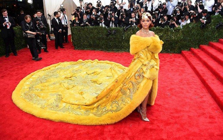 Rihanna'dan corona virüsü bağışı!