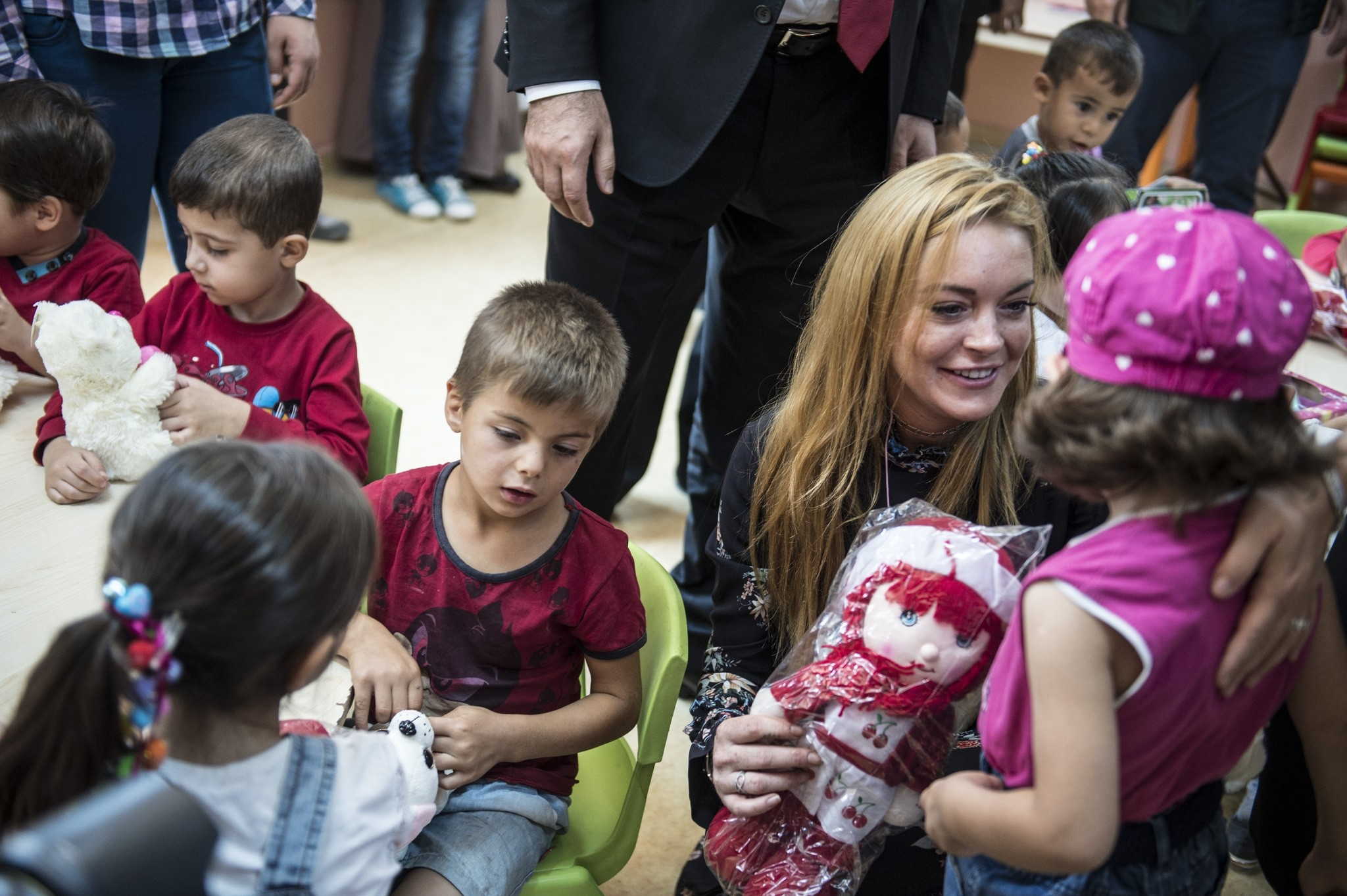 Actress Lindsay Lohan meets Syrian refugee chidren during her visit to a refugee camp in Turkey's southeastern province of Gaziantep's Nizip district. (AA Photo)