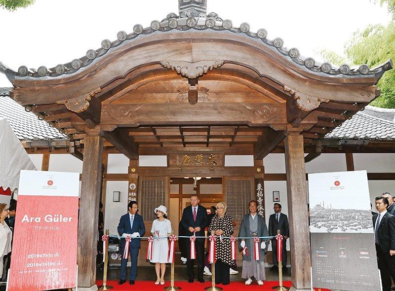 ARA GÜLER'E JAPONYA'DA MUHTEŞEM AÇILIŞ