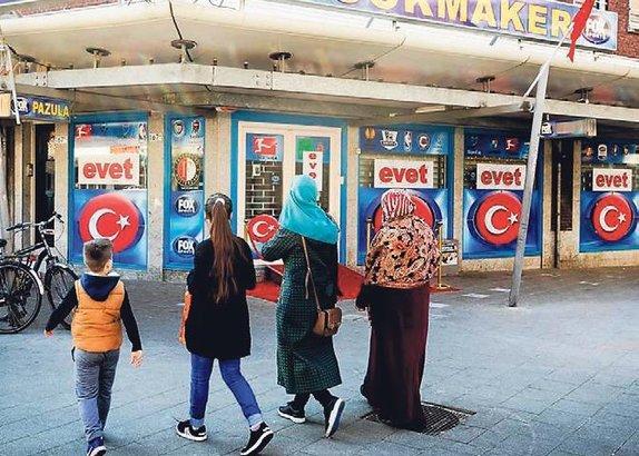 Türk düşmanına posterli tepki