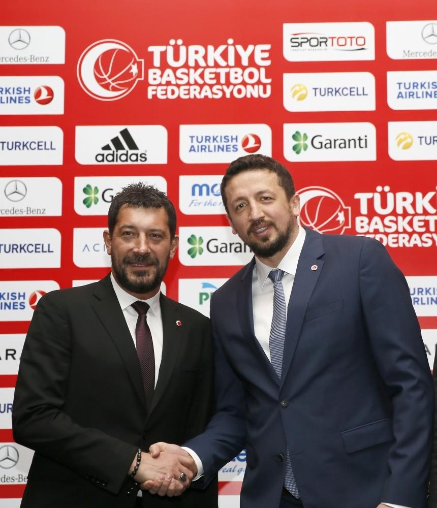 Hidayet Tu00fcrkou011flu (R), the TBF president shakes hands with Ufuk Saru0131ca.