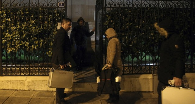 Police investigators enter the house of the Russian consul Andrei Malanin in Athens, Monday, Jan. 9, 2017. (AFP Photo)