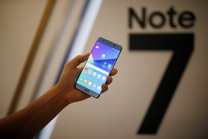 A model poses for photographs with a Galaxy Note 7 new smartphone during its launching ceremony in Seoul, South Korea. (Reuters Photo)