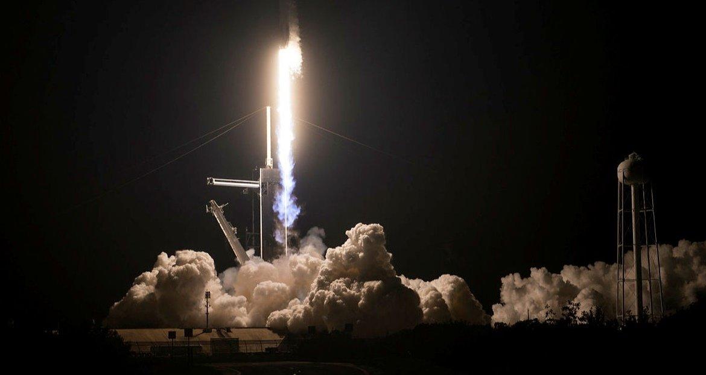 NASA 4 ASTRONOTU TAŞIYAN SPACEX'E AİT UZAY ARACINI FIRLATTI