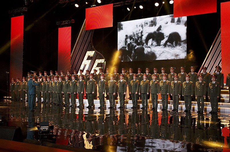 Singers and orchestra members of Red Army Choir, also known as the Alexandrov Ensemble, perform in Moscow, Russia, March 31, 2016. (Reuters Photo)