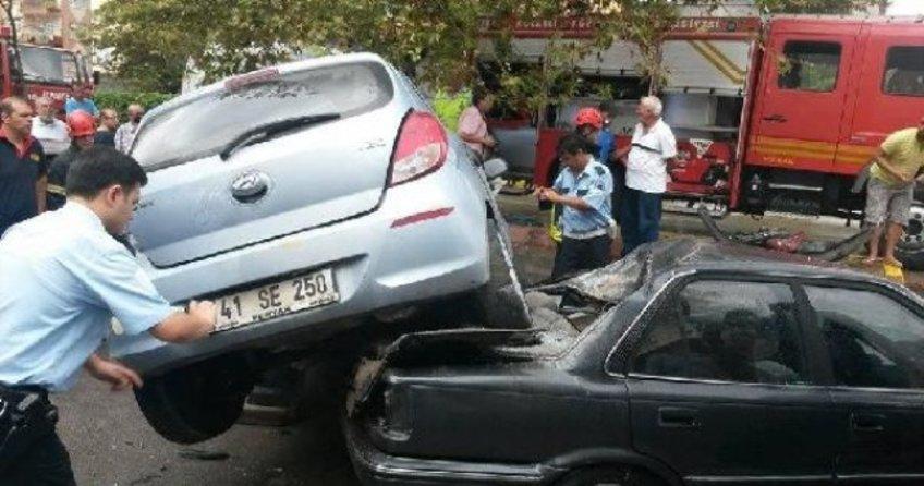 Otomobiliyle park halindeki otomobilin üzerine uçtu