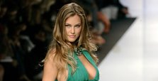 Bar Refaeli starts community service at disabled home