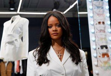 Rihanna lüks markası Fenty'nin ilk mağazasını Paris'te açtı!