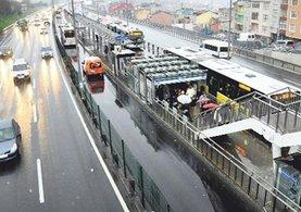 İstanbul'da metrobüs durağında korkunç saldırı