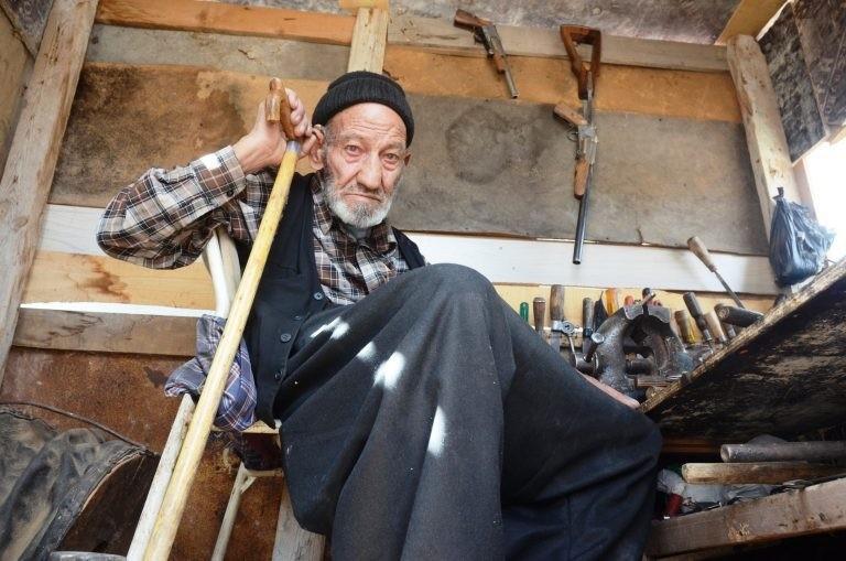 إقبال كبير على شراء أسلحة يصنعها عجوز تركي