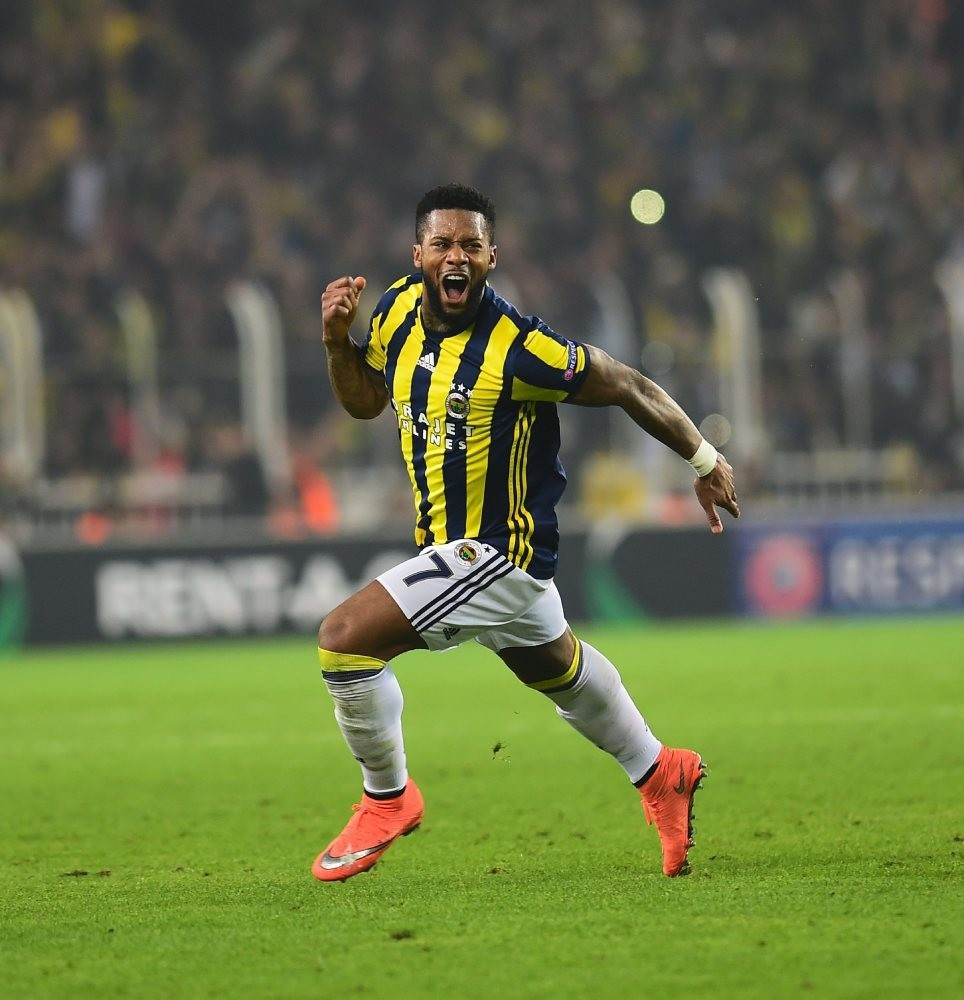 Fenerbahu00e7eu2019s medical team are trying to fix Lensu2019 injury before the derby.
