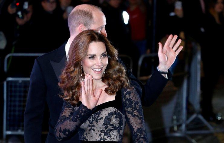 Royal Variety Performance galasına konuk olan Cambridge Düşesi Kate Middleton ve Prens William, Londra Palladium'daki gecenin yıldızı oldu.