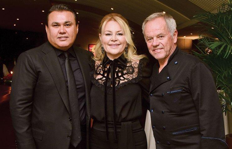 Oscar törenlerinin mönülerine imza atan 2 Michelin yıldızı şef Wolfgang Puck, kurucusu olduğu Spago'nın 35. yıl dönümü için geldiği İstanbul'da cemiyet hayatının ünlü isimlerine özel bir mönü hazırladı.